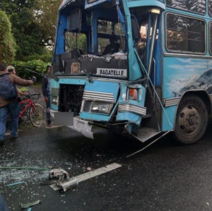 Accident à Flacq : Sept collégiens transportés à l'hôpital