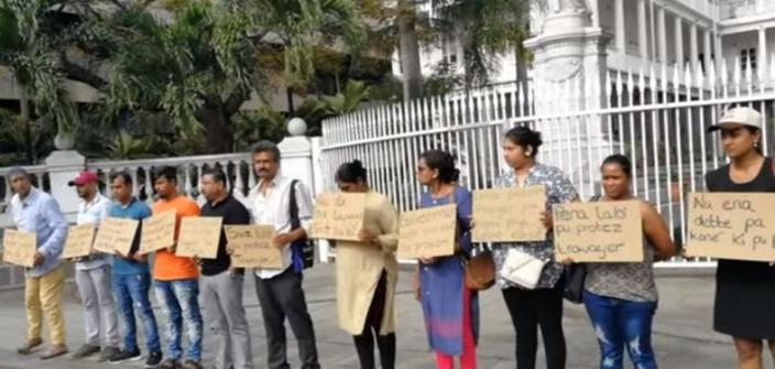 Des employés de Tex Knits étaient devant le Parlement pour revendiquer leurs droits