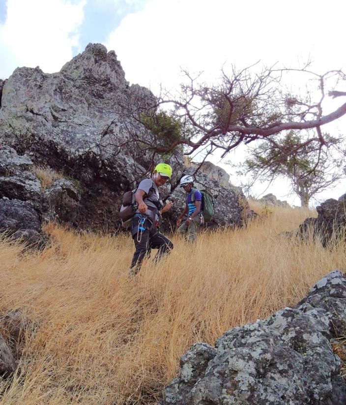 @ Tashil. Joseph marchant vers le sommet de Goat Rock