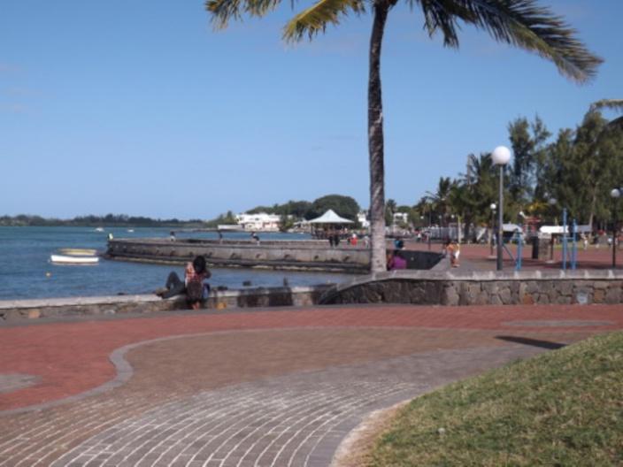 Les péripéties des Réunionnais à l'île Maurice après le vol de leurs effets personnels