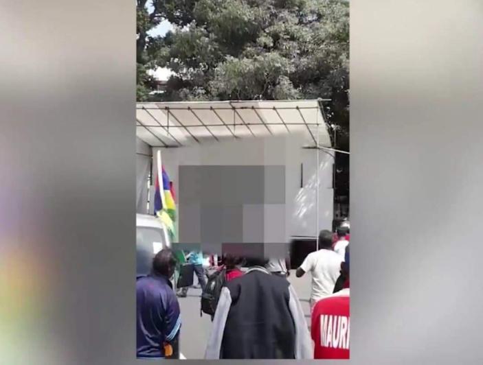 ▶️ Mairie de Quatre-Bornes : Du porno diffusé lors de la finale de football des Jeux des îles