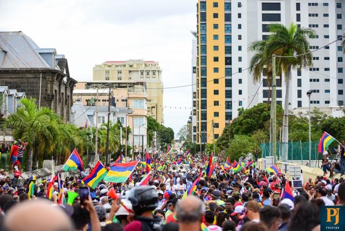 L'image du jour : Un rassemblement à faire pâlir les meetings politiques