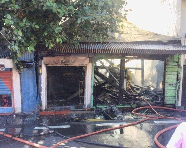 Incendie à Port-Louis en face des Casernes Centrales, trafic routier perturbé