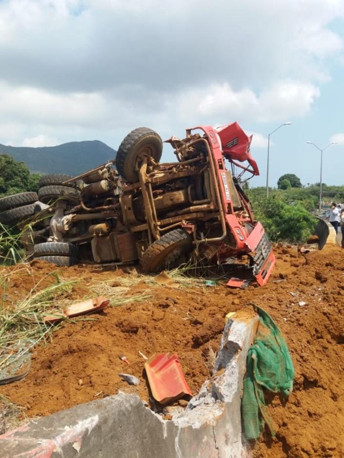 Rond-point de Crève-Coeur : Un camion fait une sortie de route et des blessés