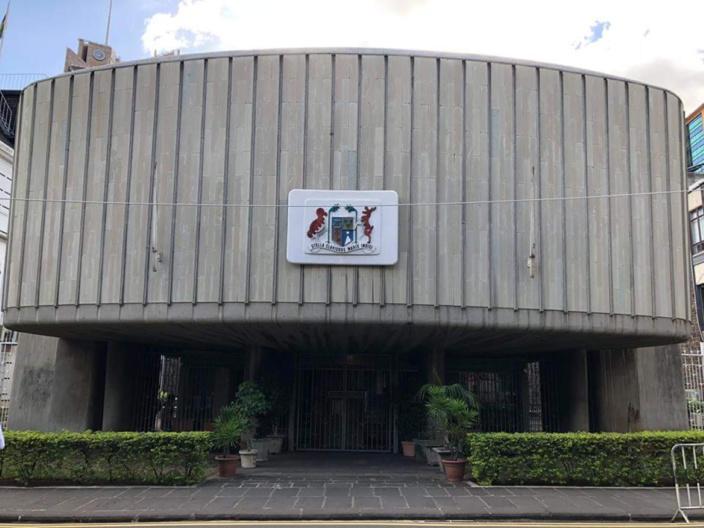 Première séance parlementaire le 19 novembre