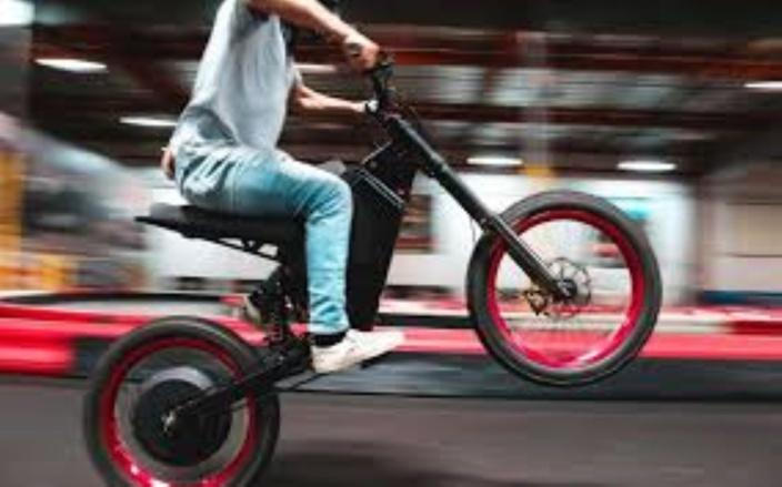 Learner et casque obligatoires bientôt pour piloter une bicyclette électrique