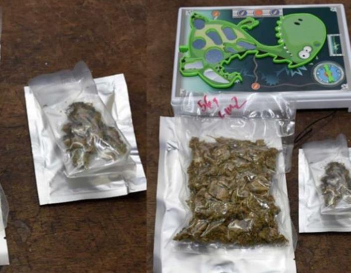 Du cannabis dans un jeu de Puzzle à la poste