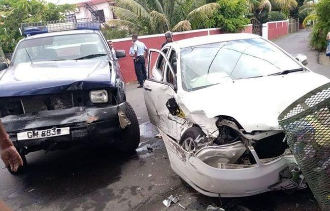 ▶️ Un accident entre un 4x4 de la police et un taxi à Goodlands fait deux blessés