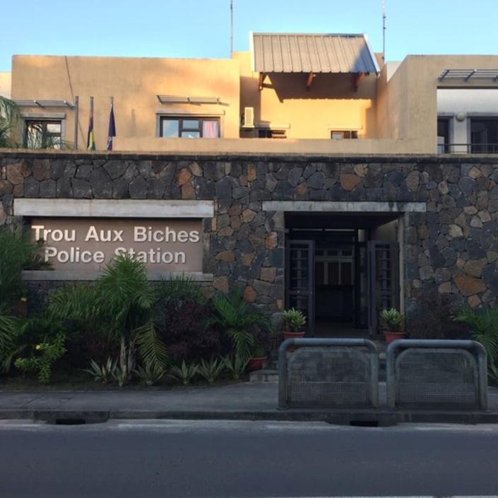 Trou aux Biches : Scène de bagarre dans un hôtel 5 étoiles par des individus agressifs et ivres