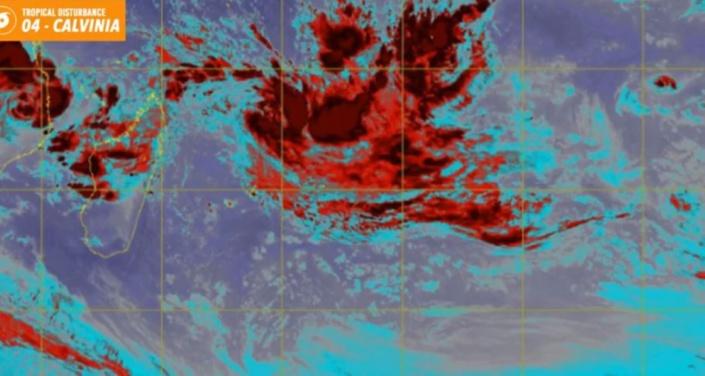 Futur Calvinia : La perturbation tropicale s'intensifie et se trouve à 655 km au Nord-Est de Maurice