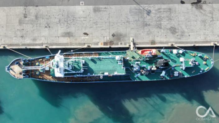 """📷 Chasse commerciale : Yushin Maru No.2, le """"célèbre"""" navire baleinier japonais est à Port Louis"""
