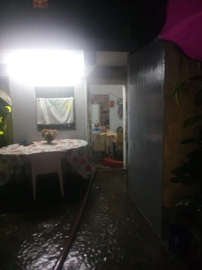 📷 Avis de fortes pluies à Maurice : A Trou aux Biches, une maison envahie par les eaux