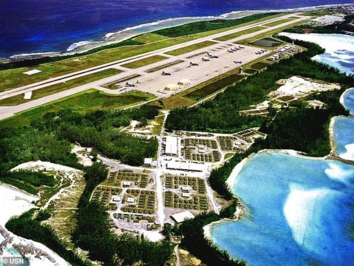Les bombardiers étaient en route lundi pour Diego Garcia