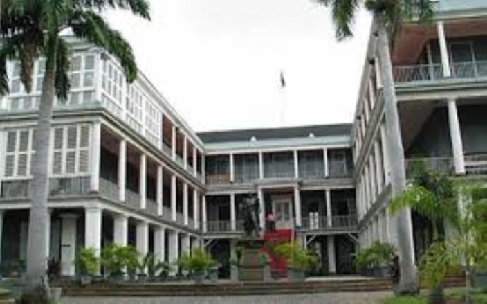 Arrêté pour vol à la New Government House