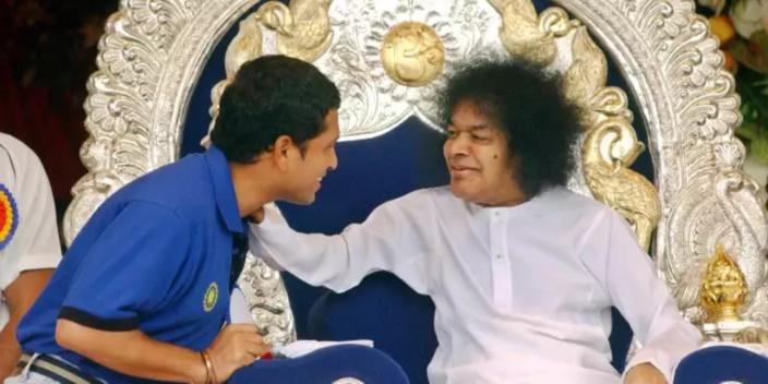 Sai Baba : Faiseur de miracles et gourou au pouvoir surnaturel