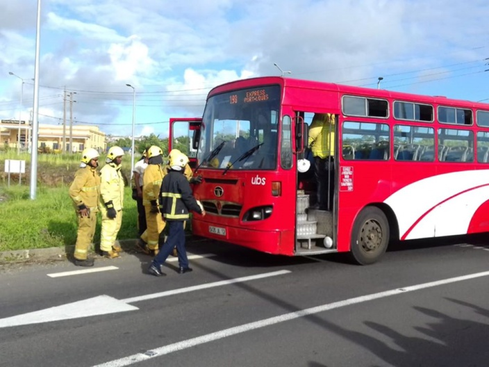 Grosse frayeur sur la route ce matin, un autobus a pris feu à Plaine Magnien