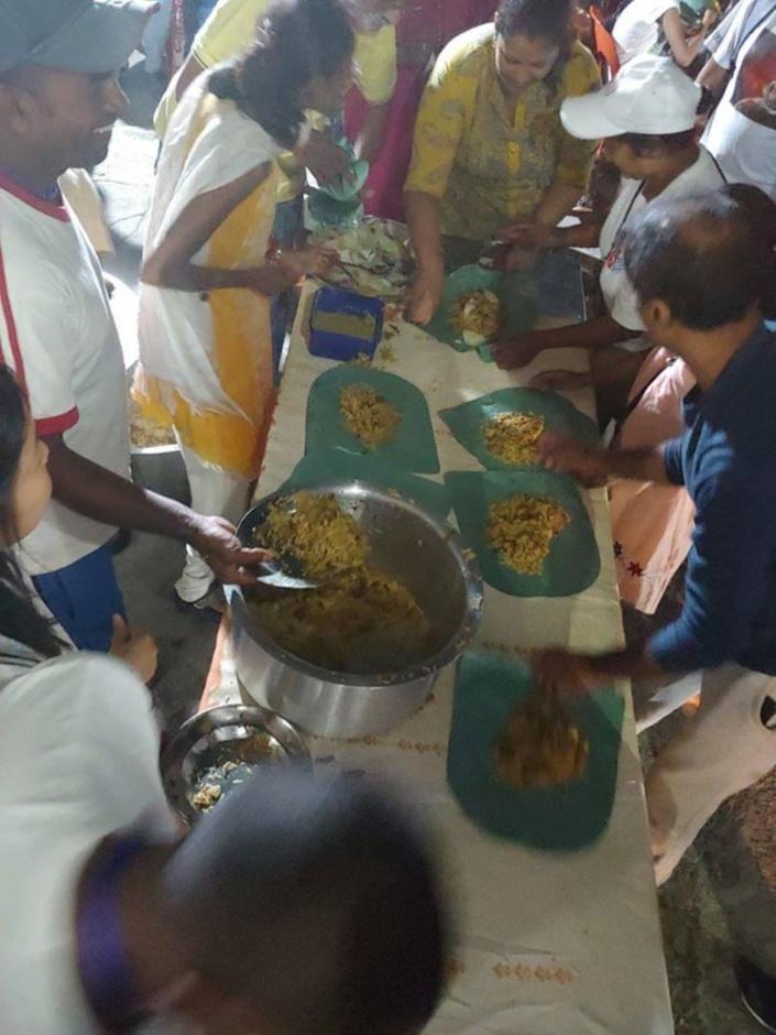 Maha Shivaratree à Chinatown : Distribution de Keer Puri et Briani aux pèlerins