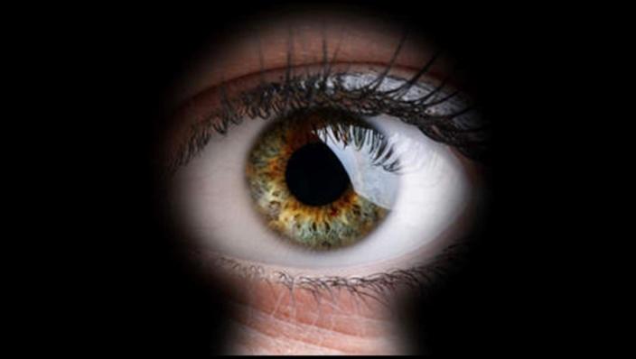 Le voyeurisme numérique dans les médias, une télé-réalité qui va trop loin