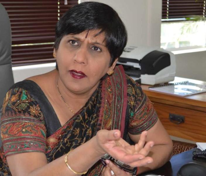 """Leela Devi Dookun-Luchoomun : """"Il faut apprendre à maîtriser le kreol avant de l'introduire au Parlement"""""""