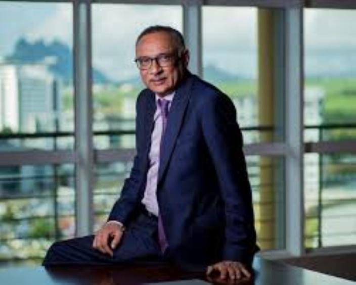 Le président de SBM Holdings, Sattar Hajee Abdoula reste à la commission d'enquête sur Britam