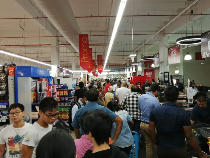 Les supermarchés de l'île pris d'assaut multipliant le risque de contagion