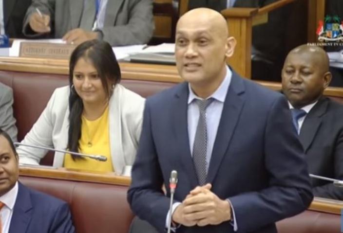 ▶️ Une vidéo de Kailesh Jagutpal au Parlement refait surface : «Toutes les mesures sont respectées»