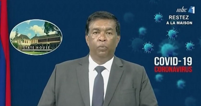 Pradeep Roopun offre 10% de son salaire pendant un an au Covid-19 Solidarity Fund