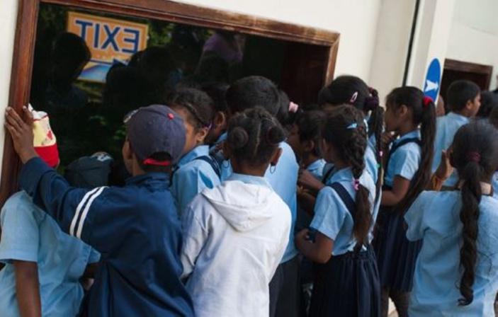 Salles de classe avec population réduite pour la reprise des cours