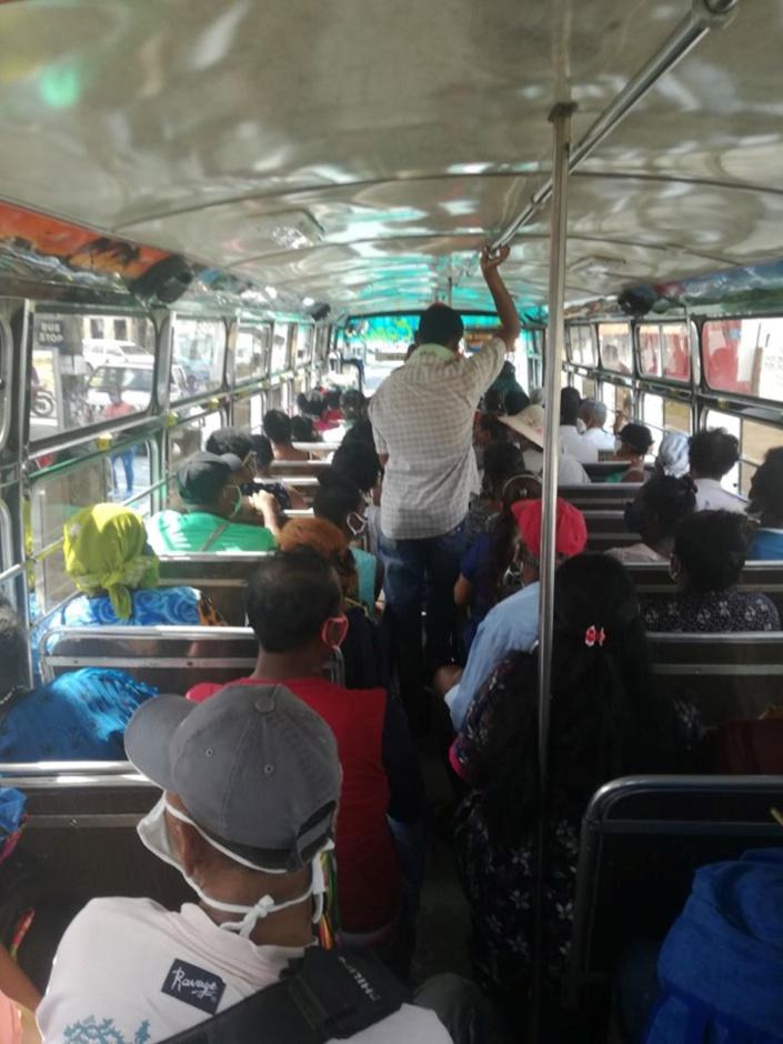 La distanciation sociale impossible dans l'autobus
