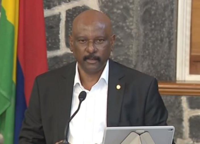 """Le ministre """"slow motion"""" souhaite que les mauriciens restent disciplinés dans le combat contre le COVID-19"""