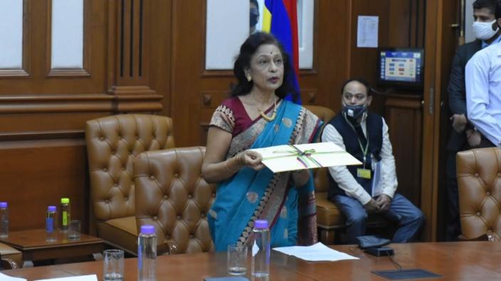Maya Hanoomanjee, proche parente de Pravind Jugnauth, officiellement Haut-commissaire de Maurice en Inde