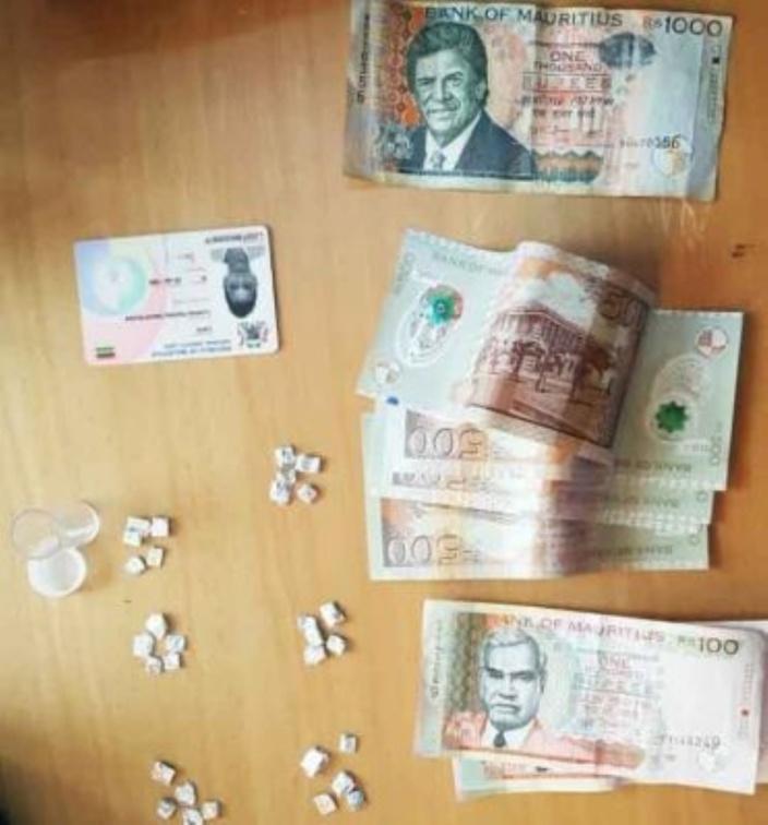 Saisie de Rs 150 000 d'héroïne et Rs 20 000 de cash à Cité Mangalkhan