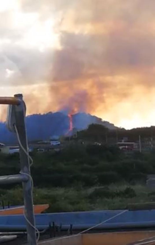 [Vidéo] Sorèze : Impressionnant départ de feu sur le flanc de la montagne