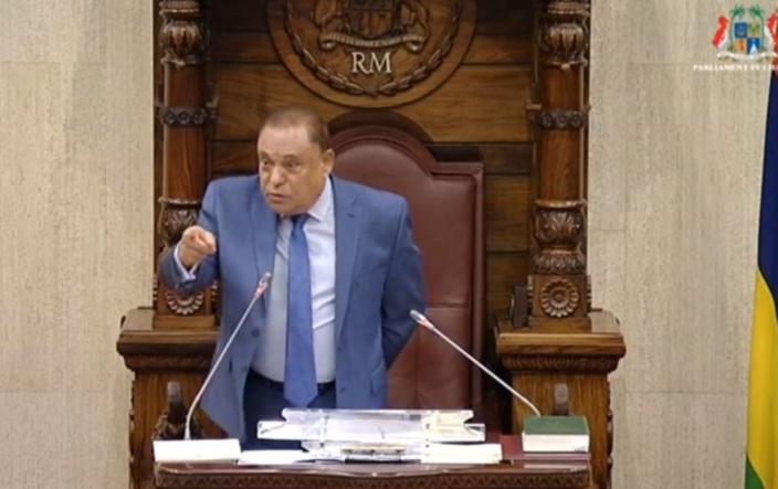Arvin Boolell dépose une motion de blâme contre le Speaker Sooroojdev Phokeer