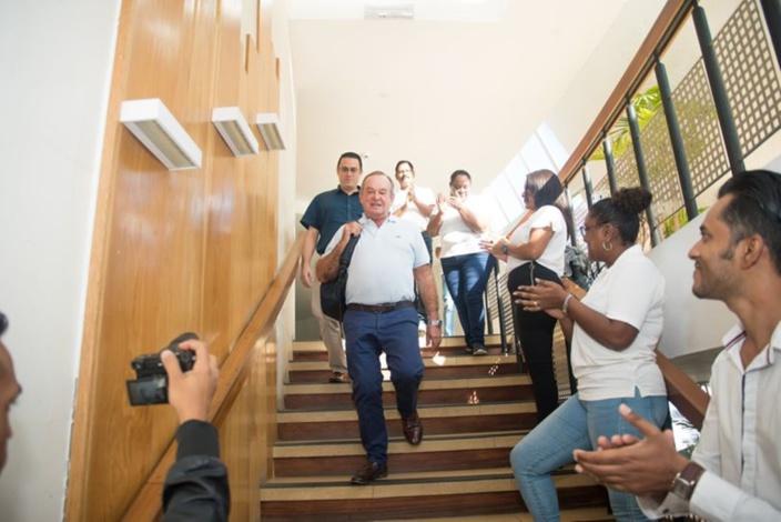 Andrew Slome, directeur de l'hôtel La Pirogue depuis 40 ans, prend sa retraite