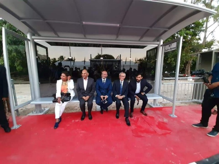 """Inauguration d'une gare d'autobus à Wolmar par des """"bater bis"""""""