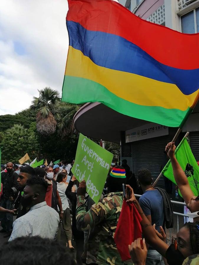 Des milliers de manifestants à Port-Louis, mais la MBC ne voit...rien