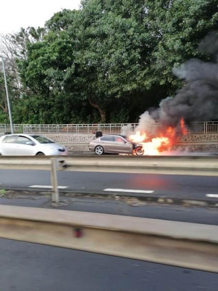 Montagne Ory : une voiture prend feu sur l'autoroute, les occupants sortent indemnes