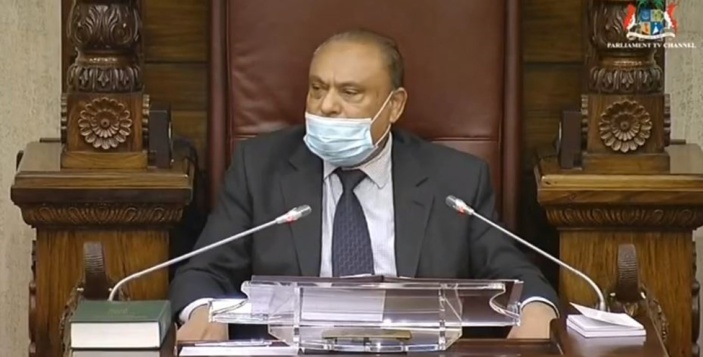 « Il est inconvenant pour vous de présider les débats », lance Boolell au Speaker