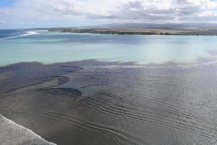 L'île Maurice engluée dans la pire marée noire de son histoire, les citoyens se mobilisent