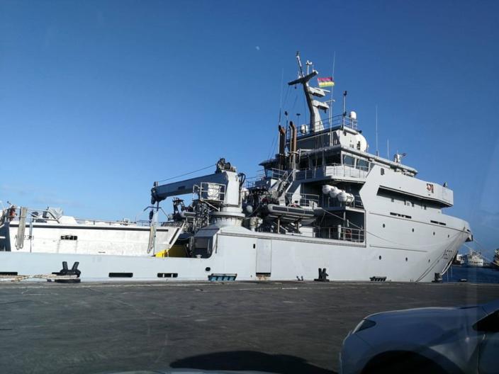« Wakashio »: Le Champlain de la marine nationale française transportant du matériel est à Maurice