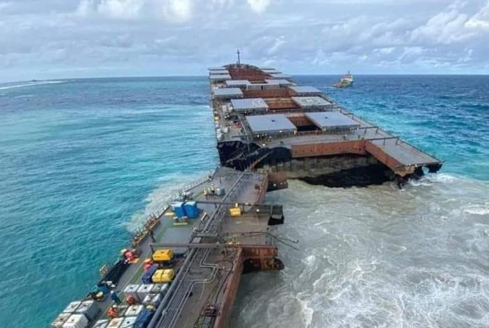 Pointe d'Esny : Le MV Wakashio s'est cassé en deux