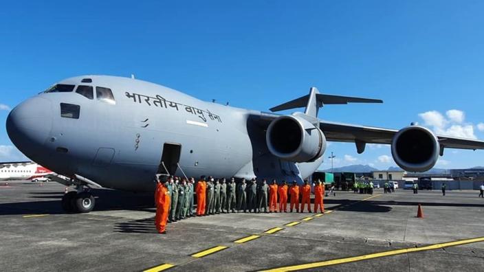 Marée noire :30 tonnes d'équipements et 10 membres de l'India Coast Guard sont arrivés à Maurice