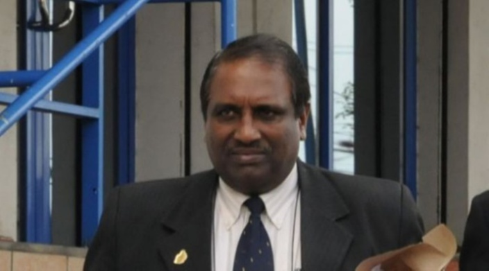 Marée noire : Quelle est la responsabilité d'Om Kumar Dabidin, Senior Chief Executive au ministère de la Défense ?