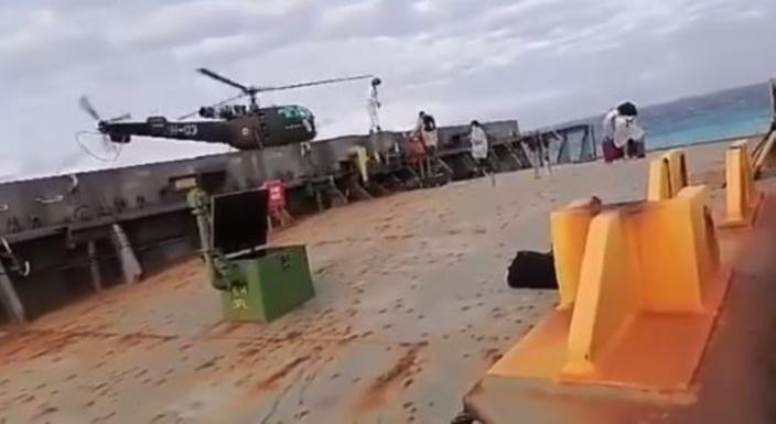 En vidéo, l'évacuation des membres de l'équipage du MV Wakashio