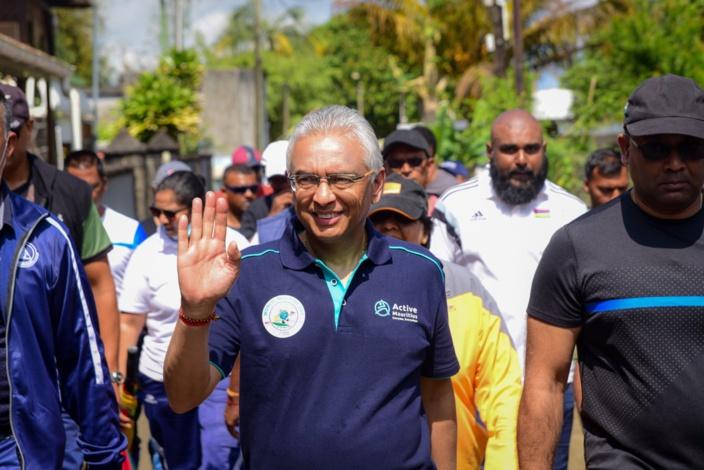 En période de récession économique, Pravind Jugnauth ferme le Parlement et marche pour la paix