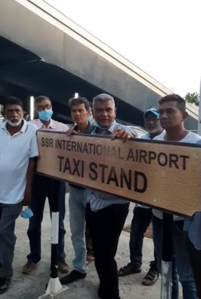 Réouverture contrôlée des frontières: Les chauffeurs de l'aéroport sont furieux