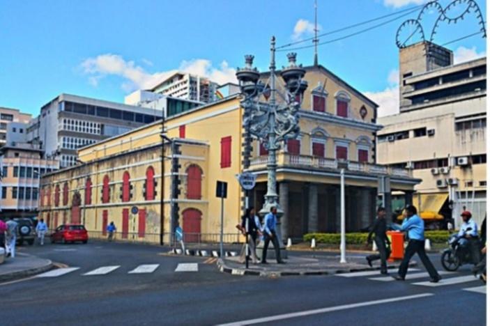 Le théâtre de Port-Louis a été inauguré en 1822 par le premier gouverneur britannique de l'île Maurice, Sir Robert Farquhar, dix ans après la conquête britannique. Il fut un des premiers théâtres à être construit dans l'hémisphère sud ayant accueilli des troupes théâtrales et lyriques tout au long du 19e et 20e siècles.
