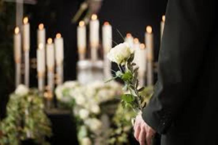 En quatorzaine, les membres d'un parent endeuillé pourront assister aux funérailles d'un proche