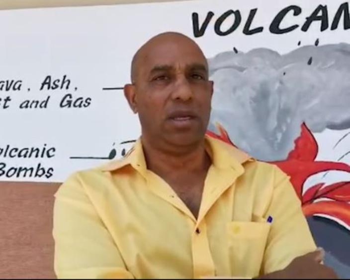 Afzal Goodur veut faire la pluie et le beau temps aux villageoises de Quartier-Militaire